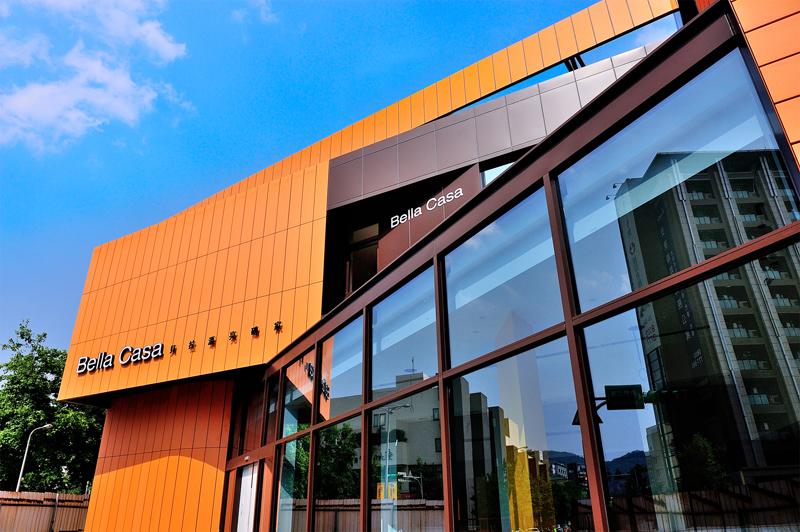 歐冠建材為一磁磚建材銷售公司。全國知名各大建設公司、營造公司、設計師、建築師等皆為本公司主要客戶。<br /> 歐冠期望能為客戶建構以人為本的幸福家,提供優質生活的元素,為客戶建構理想的生活空間為己任,來符合客戶的需求。<br /> <br /> Email:service@bellacasa.com.tw<br />
